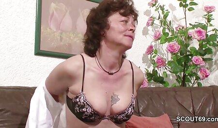 एक बार में काले रंग इंग्लिश सेक्सी फिल्म फुल की एक सफेद लड़की