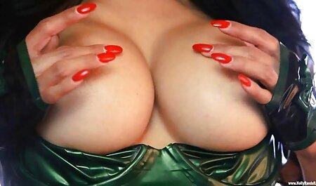 एक पर काम कर रहे एक महिलावेब कैमरा उसके बड़े स्तन से पता सेक्सी फिल्म फुल एचडी सेक्सी फिल्म चलता है