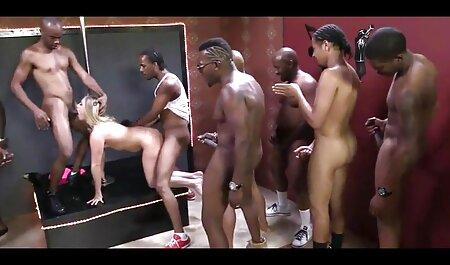सुंदर लड़की के साथ बाथरूम में सेक्सी वीडियो फुल मूवी वीडियो गर्म कीमा