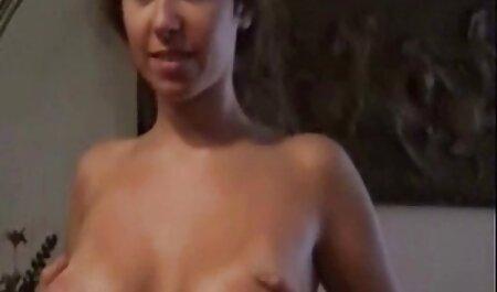 चिकन छोटे स्तन है सेक्सी वीडियो फुल एचडी मूवी