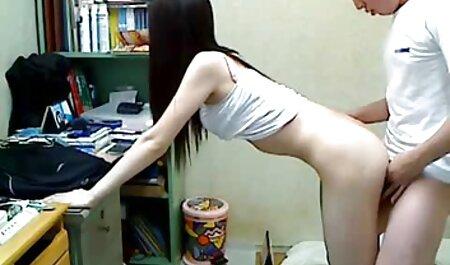 कुर्सी पर बड़ी फुल सेक्सी मूवी वीडियो में गले