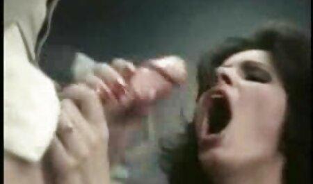 दो सेक्सी फिल्म हिंदी फुल एचडी युवकों छज्जे पर बकवास