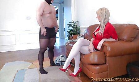 उसे छेद को देखने और एक छोटे से सेक्सी फुल मूवी वीडियो हस्तमैथुन करने के लिए सौंदर्य
